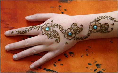 simple and elegant mehndi design