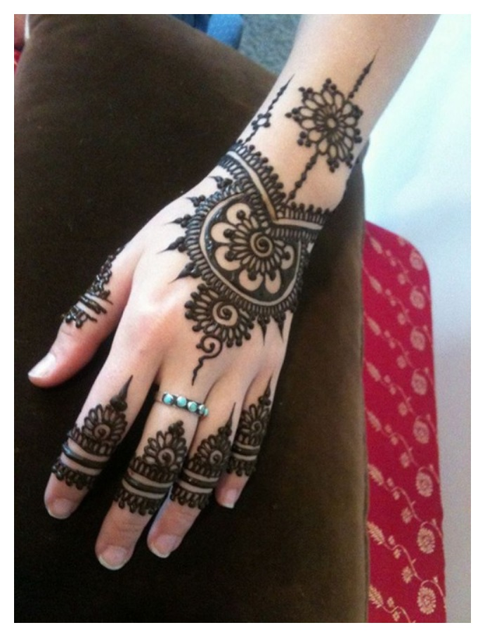 simple dark shaded mehndi design