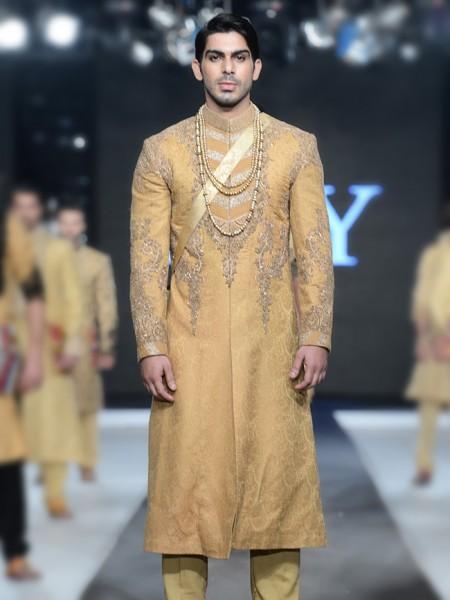 Latest sherwani designs 2017 for groom in pakistan for Wedding dresses for men 2017
