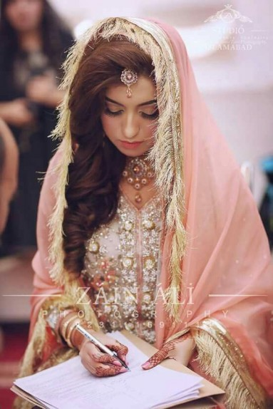 Latest Pakistani Bridal Wedding Dresses 2018 Collection - StyleGlow.com