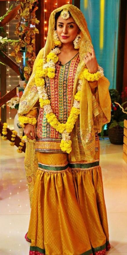 Mehndi Party Dresses 2018 : Popular bridal mehndi dresses beautiful designs