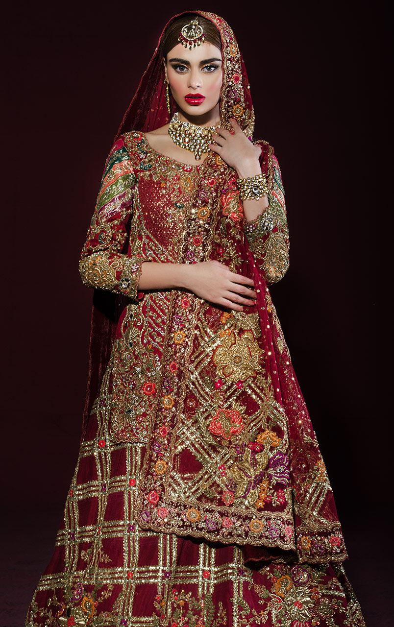 727951058a ... a look on deep red, crimson, orange-red lehenga designs with heavy  zari, tilla or stonework embroidery patterns that look luxuriously awesome  for barat ...