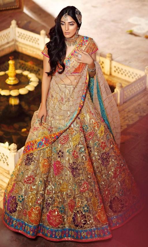 f829047be Popular Bridal Mehndi Dresses 2019 Beautiful Designs - StyleGlow.com