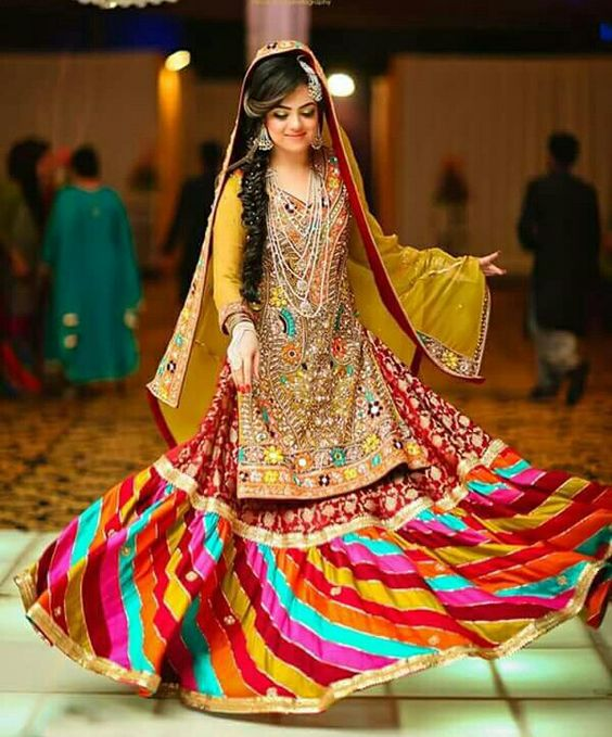 Popular Bridal Mehndi Dresses 2018 Beautiful Designs