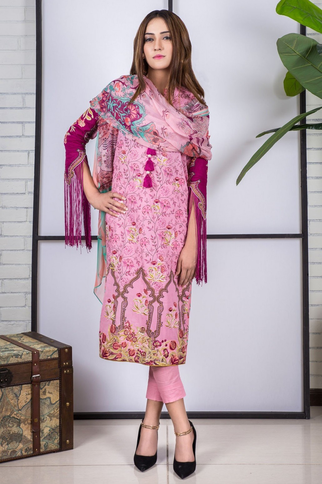 3dc873fa31f49e You can likewise take in consideration these latest men kurta designs. This  time Alkaram kurti designs for young ladies is at peak of the list.
