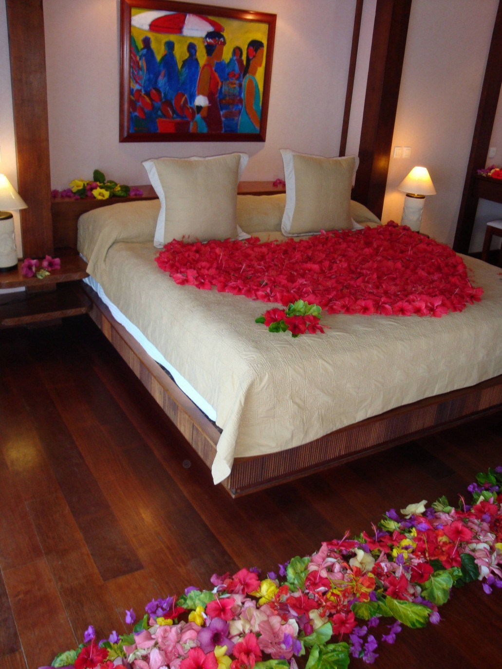 Jasmine Flowers And Red Roses Are Most Preferred With Bouquet Places In  Vases Around The Bed But Any Decoration Idea Can Be Adapted To Make This  Day Full Of ...