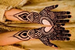 Heart Shape Mehendi Style