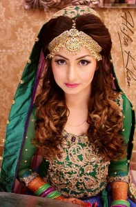 awesome bride with green dress